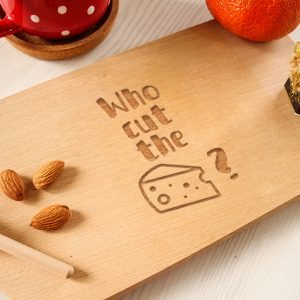 Tocător clasic personalizat – Who cut the cheese?